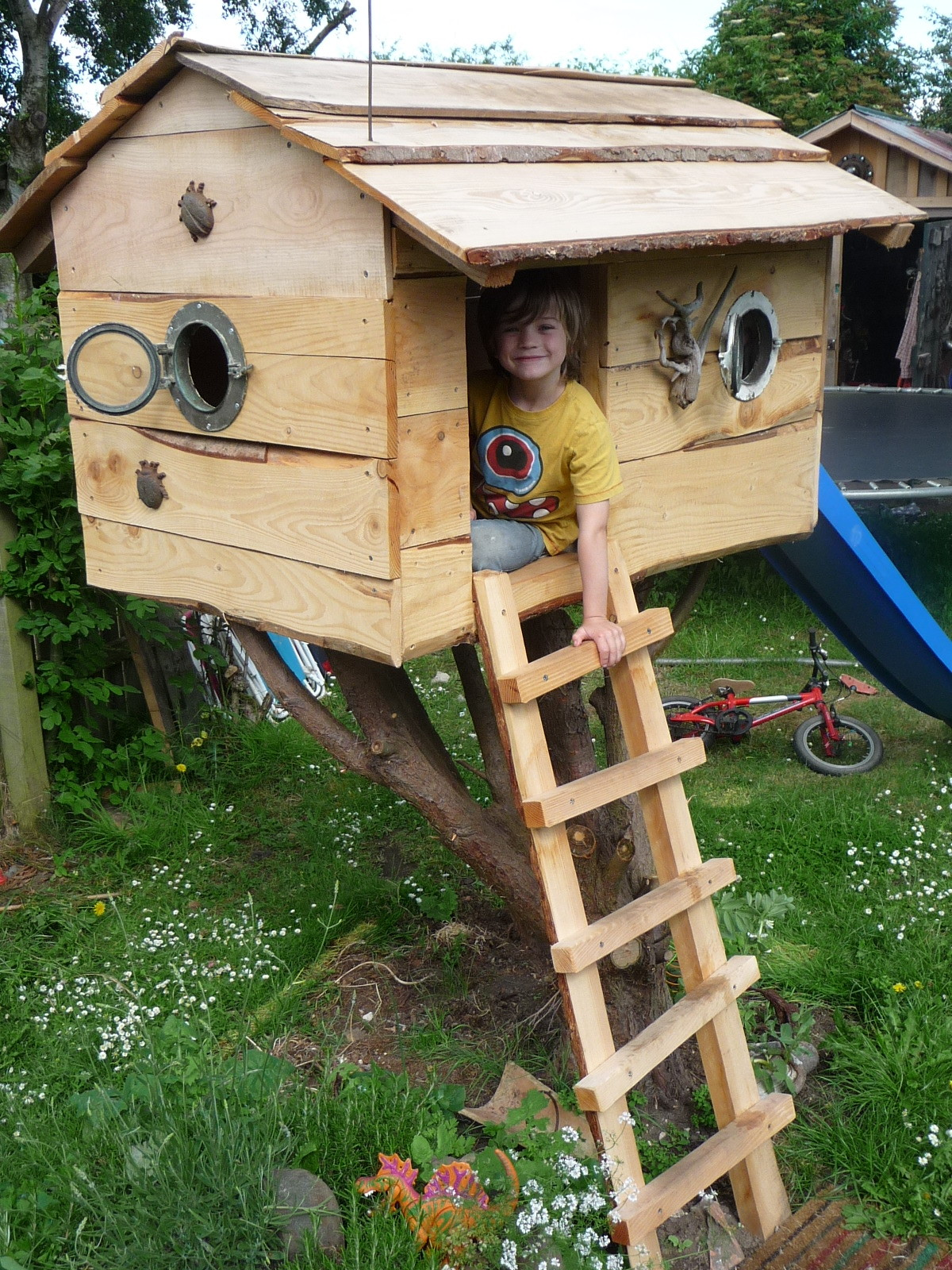 childrens custom wooden tree house bespoke wildchild designs